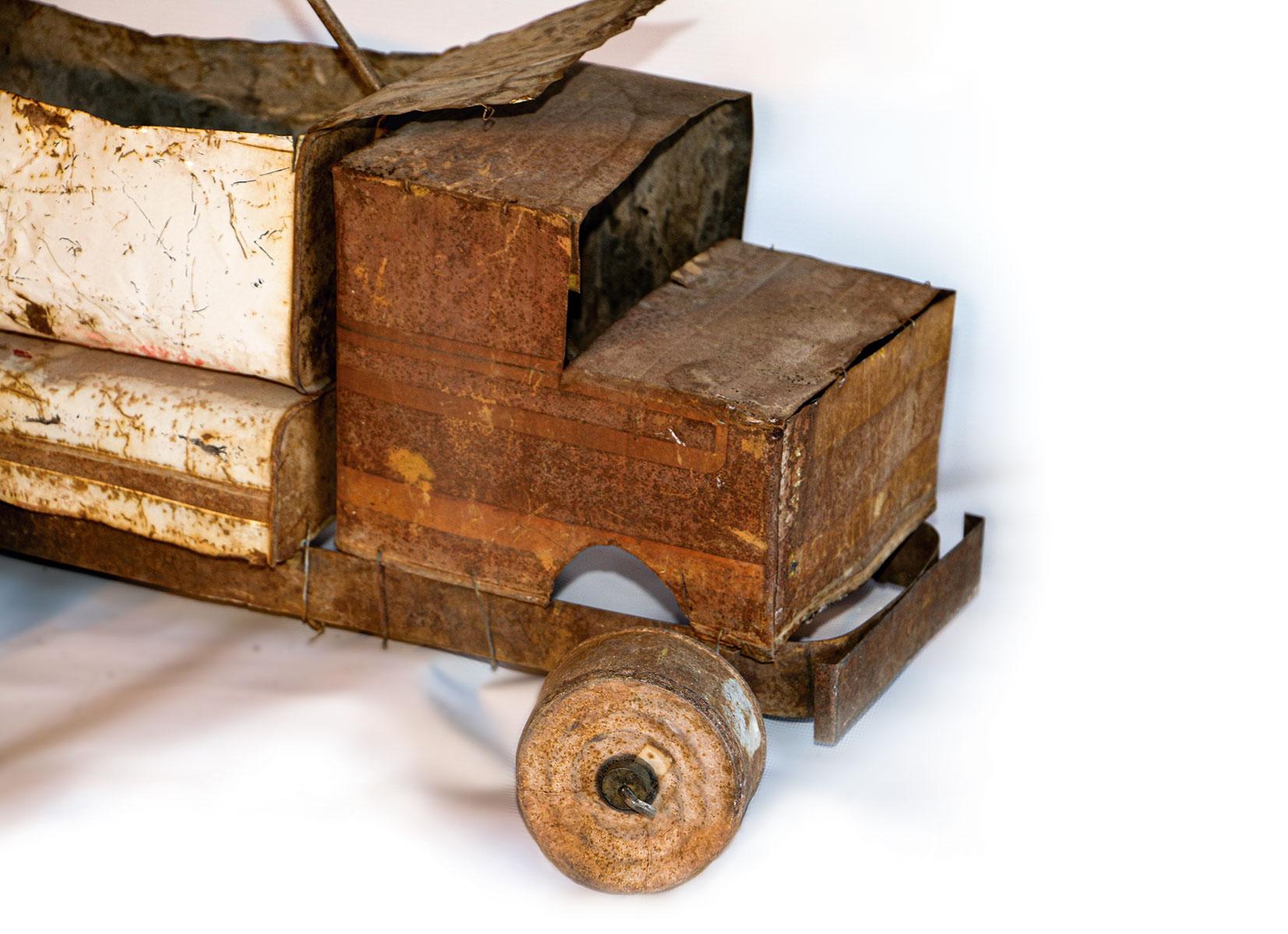 CARLOS TOLOZA SÁNCHEZ: «Los mágicos y eternos juguetes de las salitreras»